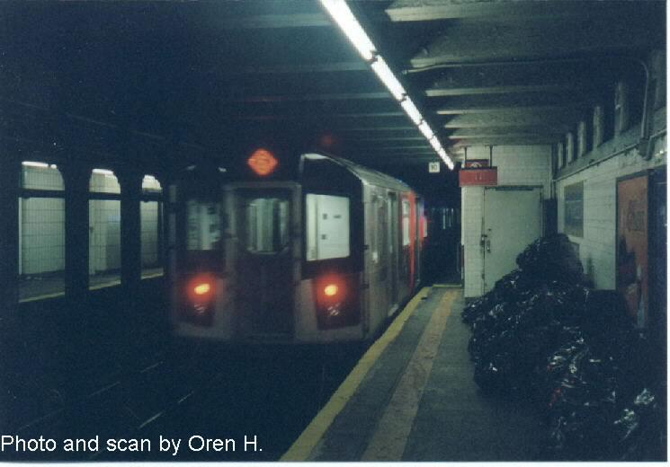 (50k, 745x520)<br><b>Country:</b> United States<br><b>City:</b> New York<br><b>System:</b> New York City Transit<br><b>Line:</b> IRT East Side Line<br><b>Location:</b> 77th Street<br><b>Route:</b> 6<br><b>Car:</b> R-142A (Primary Order, Kawasaki, 1999-2002) 7370 <br><b>Photo by:</b> Oren H.<br><b>Date:</b> 6/20/2001<br><b>Viewed (this week/total):</b> 5 / 5583