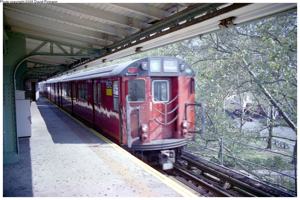 (251k, 1044x699)<br><b>Country:</b> United States<br><b>City:</b> New York<br><b>System:</b> New York City Transit<br><b>Line:</b> IRT Pelham Line<br><b>Location:</b> East 177th Street/Parkchester<br><b>Route:</b> 6<br><b>Car:</b> R-36 World's Fair (St. Louis, 1963-64) 9512 <br><b>Photo by:</b> David Pirmann<br><b>Date:</b> 9/13/1998<br><b>Viewed (this week/total):</b> 4 / 7119