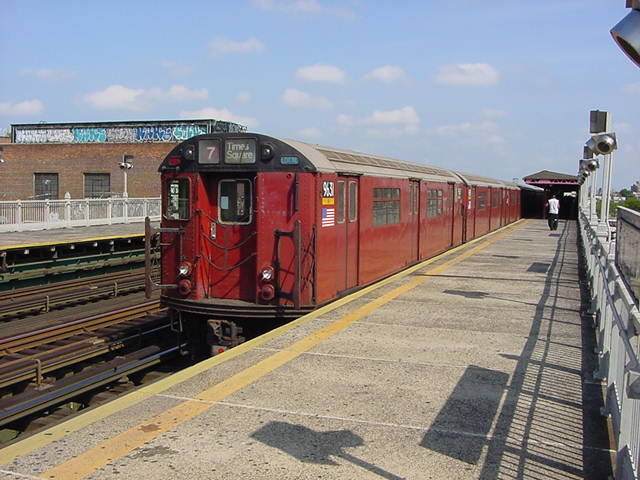 (60k, 640x480)<br><b>Country:</b> United States<br><b>City:</b> New York<br><b>System:</b> New York City Transit<br><b>Line:</b> IRT Flushing Line<br><b>Location:</b> 90th Street/Elmhurst Avenue<br><b>Route:</b> 7<br><b>Car:</b> R-36 World's Fair (St. Louis, 1963-64) 9631 <br><b>Photo by:</b> Salaam Allah<br><b>Date:</b> 9/24/2002<br><b>Viewed (this week/total):</b> 0 / 2574