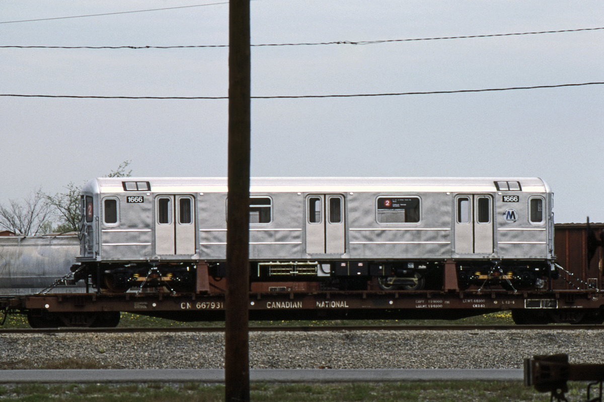 (421k, 1200x800)<br><b>Country:</b> United States<br><b>City:</b> New York<br><b>System:</b> New York City Transit<br><b>Car:</b> R-62A (Bombardier, 1984-1987) 1666 <br><b>Collection of:</b> David Pirmann<br><b>Date:</b> 5/1985<br><b>Viewed (this week/total):</b> 1 / 6881