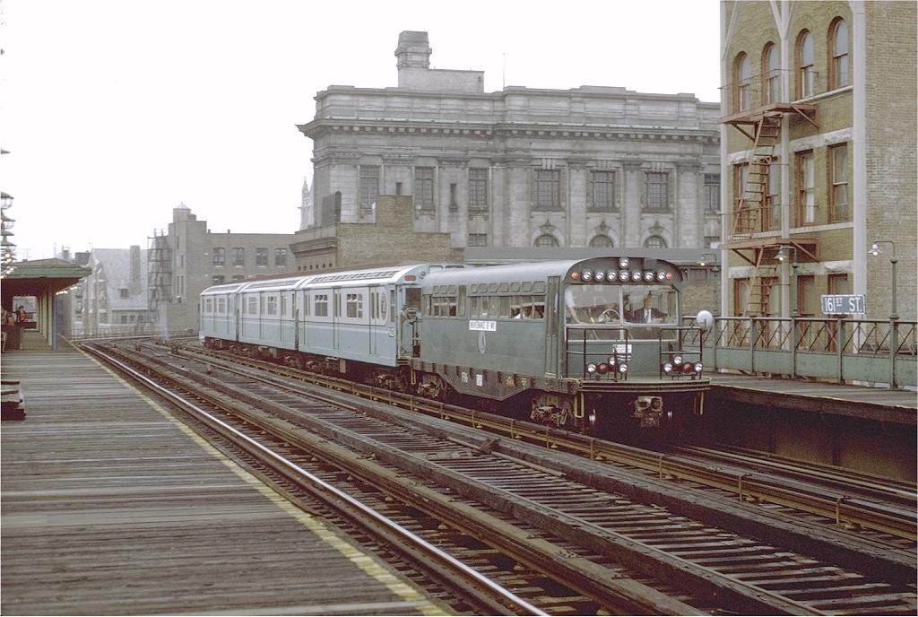 (211k, 1024x688)<br><b>Country:</b> United States<br><b>City:</b> New York<br><b>System:</b> New York City Transit<br><b>Line:</b> 3rd Avenue El<br><b>Location:</b> 161st Street<br><b>Route:</b> Fan Trip<br><b>Car:</b> Observation Car 0F116 <br><b>Photo by:</b> Joe Testagrose<br><b>Date:</b> 9/21/1971<br><b>Viewed (this week/total):</b> 0 / 5786