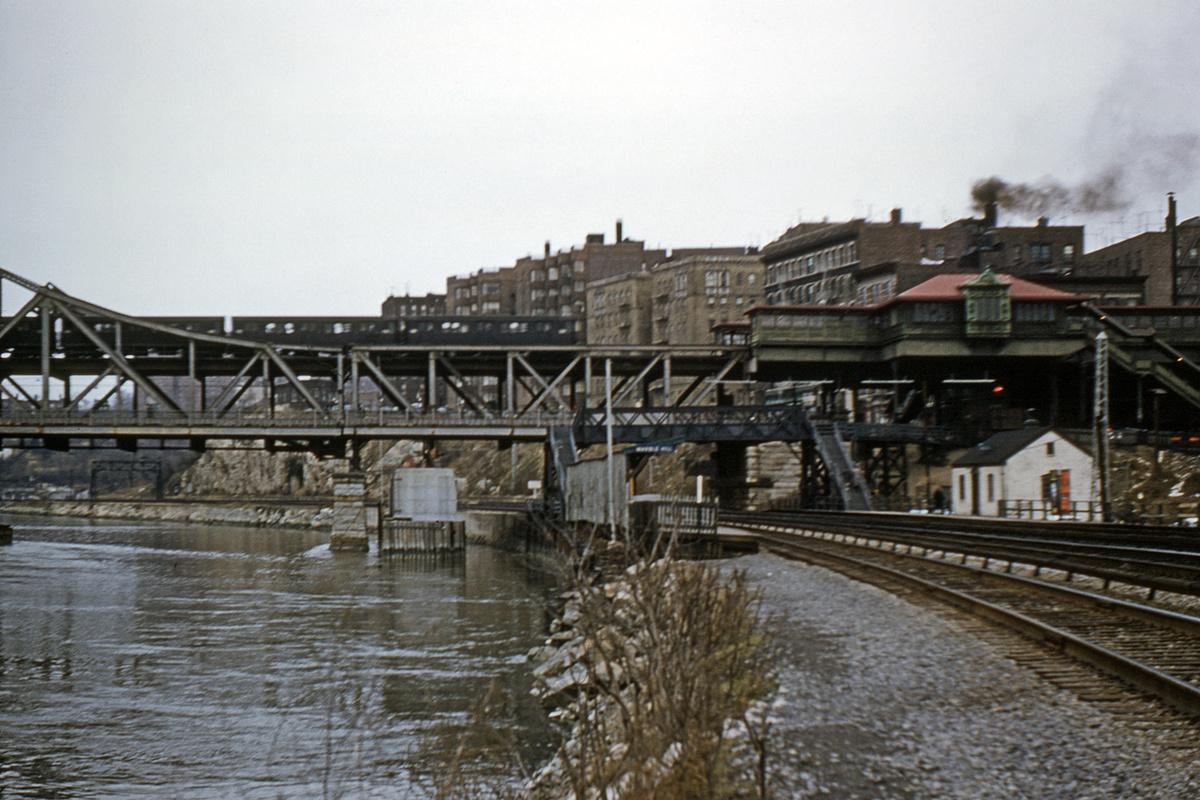 (439k, 1200x800)<br><b>Country:</b> United States<br><b>City:</b> New York<br><b>System:</b> New York City Transit<br><b>Line:</b> IRT West Side Line<br><b>Location:</b> Broadway Bridge<br><b>Collection of:</b> David Pirmann<br><b>Date:</b> 12/3/1960<br><b>Viewed (this week/total):</b> 3 / 3990