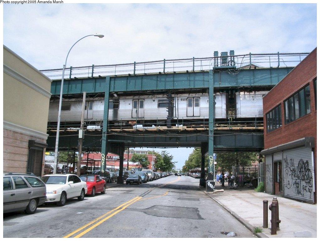 (164k, 1020x770)<br><b>Country:</b> United States<br><b>City:</b> New York<br><b>System:</b> New York City Transit<br><b>Line:</b> BMT Culver Line<br><b>Location:</b> West 8th Street<br><b>Route:</b> F<br><b>Car:</b> R-46 (Pullman-Standard, 1974-75) 5713 <br><b>Photo by:</b> Amanda Marsh<br><b>Date:</b> 7/25/2004<br><b>Viewed (this week/total):</b> 3 / 6984