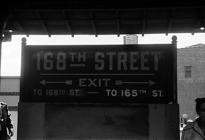 (69k, 830x568)<br><b>Country:</b> United States<br><b>City:</b> New York<br><b>System:</b> New York City Transit<br><b>Line:</b> BMT Nassau Street-Jamaica Line<br><b>Location:</b> 168th Street (Demolished)<br><b>Photo by:</b> Stuart Gitlow<br><b>Date:</b> 10/1977<br><b>Viewed (this week/total):</b> 4 / 4930