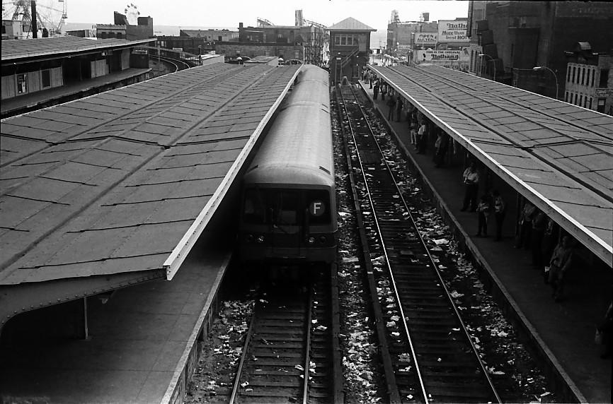 (159k, 866x572)<br><b>Country:</b> United States<br><b>City:</b> New York<br><b>System:</b> New York City Transit<br><b>Location:</b> Coney Island/Stillwell Avenue<br><b>Route:</b> F<br><b>Car:</b> R-46 (Pullman-Standard, 1974-75)  <br><b>Photo by:</b> Stuart Gitlow<br><b>Date:</b> 10/1977<br><b>Viewed (this week/total):</b> 1 / 3586
