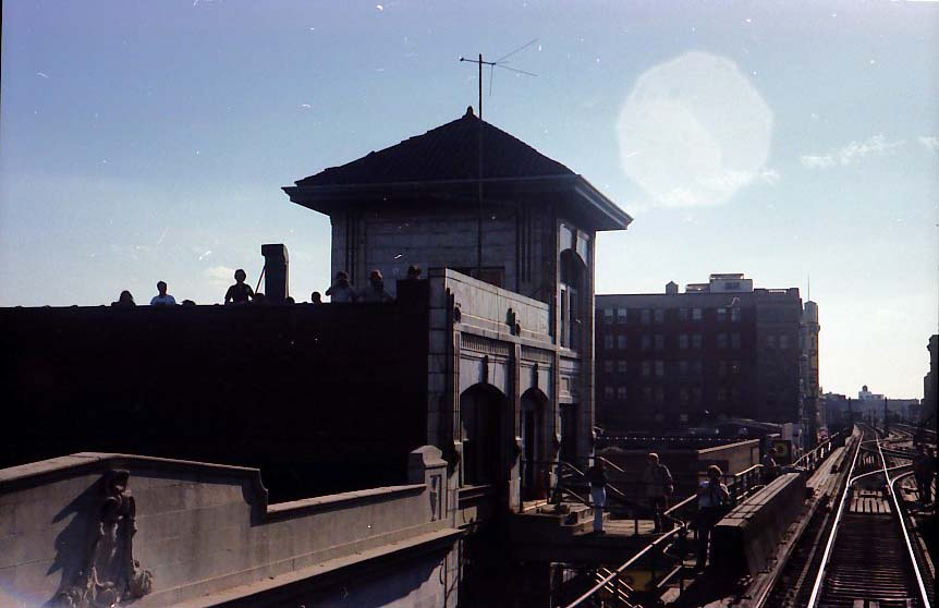 (53k, 862x558)<br><b>Country:</b> United States<br><b>City:</b> New York<br><b>System:</b> New York City Transit<br><b>Line:</b> BMT Nassau Street-Jamaica Line<br><b>Location:</b> 168th Street (Demolished)<br><b>Photo by:</b> Stuart Gitlow<br><b>Date:</b> 10/1977<br><b>Viewed (this week/total):</b> 1 / 7688