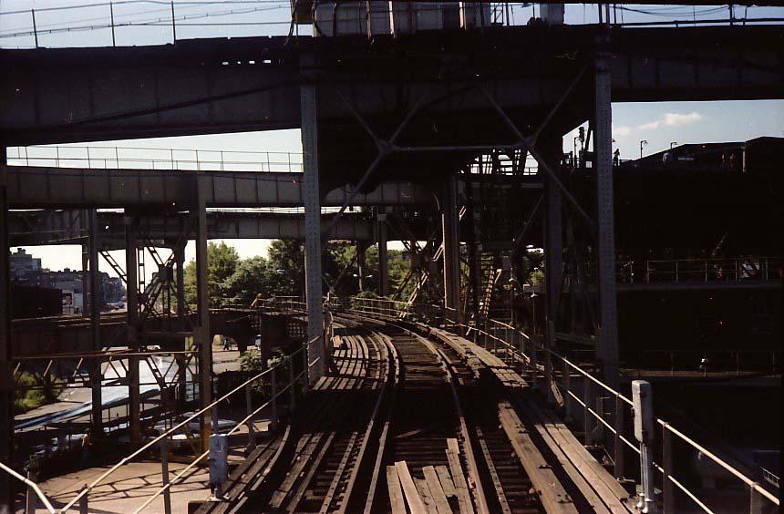 (92k, 860x564)<br><b>Country:</b> United States<br><b>City:</b> New York<br><b>System:</b> New York City Transit<br><b>Line:</b> BMT Nassau Street-Jamaica Line<br><b>Location:</b> Broadway/East New York (Broadway Junction)<br><b>Photo by:</b> Stuart Gitlow<br><b>Date:</b> 9/11/1977<br><b>Notes:</b> Broadway Junction - Fulton El yard leads/trackways.<br><b>Viewed (this week/total):</b> 1 / 3046
