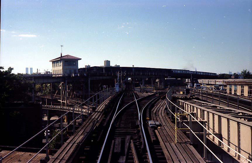 (84k, 862x556)<br><b>Country:</b> United States<br><b>City:</b> New York<br><b>System:</b> New York City Transit<br><b>Line:</b> BMT Nassau Street-Jamaica Line<br><b>Location:</b> Broadway/East New York (Broadway Junction)<br><b>Photo by:</b> Stuart Gitlow<br><b>Date:</b> 9/11/1977<br><b>Notes:</b> Broadway Junction - Alabama Avenue phantom flyover trackway on right.<br><b>Viewed (this week/total):</b> 2 / 2918