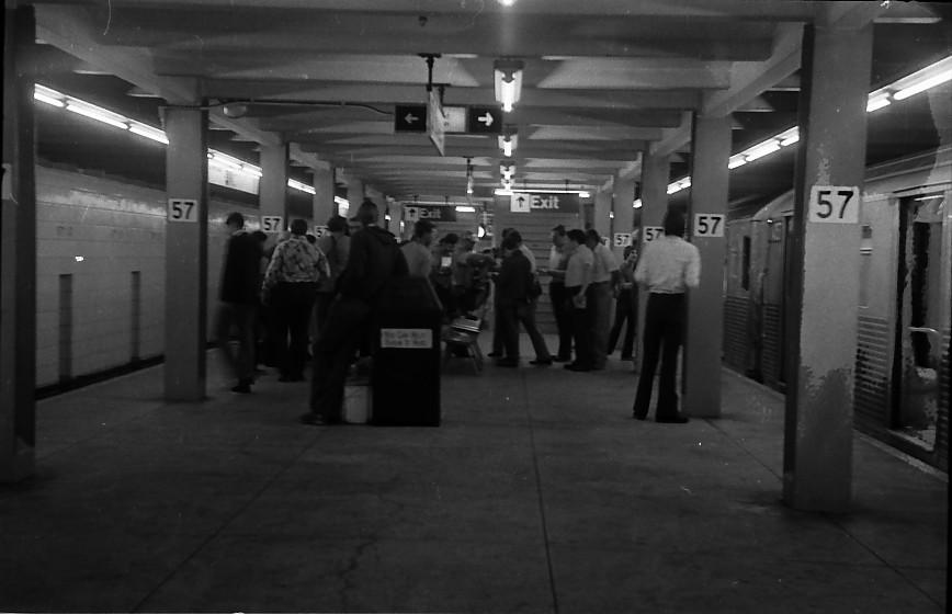 (82k, 868x560)<br><b>Country:</b> United States<br><b>City:</b> New York<br><b>System:</b> New York City Transit<br><b>Line:</b> IND 6th Avenue Line<br><b>Location:</b> 57th Street<br><b>Route:</b> B<br><b>Car:</b> R-38 (St. Louis, 1966-1967)  <br><b>Photo by:</b> Stuart Gitlow<br><b>Date:</b> 10/1977<br><b>Viewed (this week/total):</b> 0 / 4959