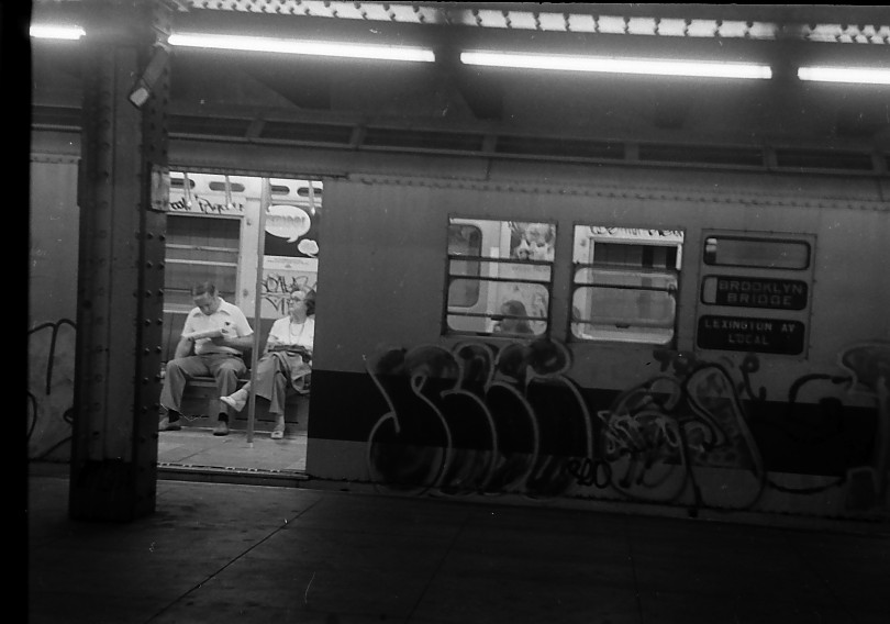 (72k, 810x568)<br><b>Country:</b> United States<br><b>City:</b> New York<br><b>System:</b> New York City Transit<br><b>Line:</b> IRT East Side Line<br><b>Location:</b> 125th Street<br><b>Photo by:</b> Stuart Gitlow<br><b>Date:</b> 10/1977<br><b>Viewed (this week/total):</b> 0 / 4413