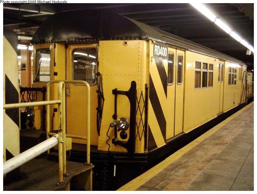 (98k, 820x620)<br><b>Country:</b> United States<br><b>City:</b> New York<br><b>System:</b> New York City Transit<br><b>Line:</b> IND Crosstown Line<br><b>Location:</b> 7th Avenue/Park Slope<br><b>Route:</b> Work Service<br><b>Car:</b> R-161 Rider Car (ex-R-33) RD400 (ex-8987)<br><b>Photo by:</b> Michael Hodurski<br><b>Date:</b> 9/2004<br><b>Viewed (this week/total):</b> 0 / 3691