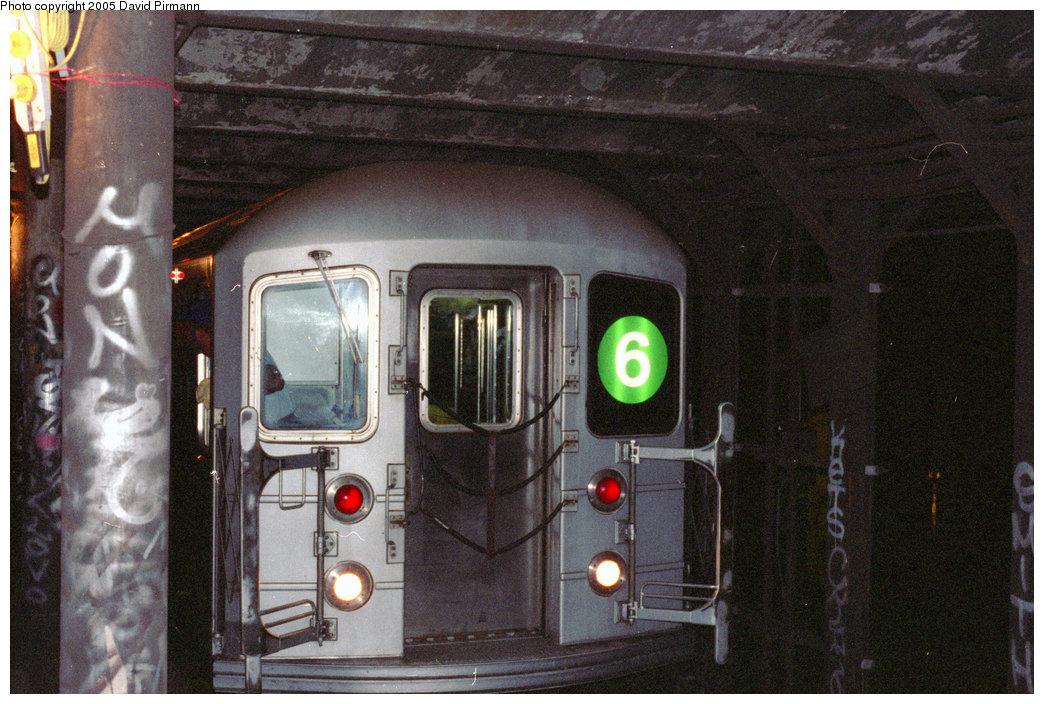 (226k, 1044x704)<br><b>Country:</b> United States<br><b>City:</b> New York<br><b>System:</b> New York City Transit<br><b>Line:</b> IRT East Side Line<br><b>Location:</b> 18th Street<br><b>Route:</b> 6<br><b>Car:</b> R-62A (Bombardier, 1984-1987)  <br><b>Photo by:</b> David Pirmann<br><b>Date:</b> 9/24/1995<br><b>Notes:</b> 6 train stopping at 18th street for tour.<br><b>Viewed (this week/total):</b> 8 / 30549