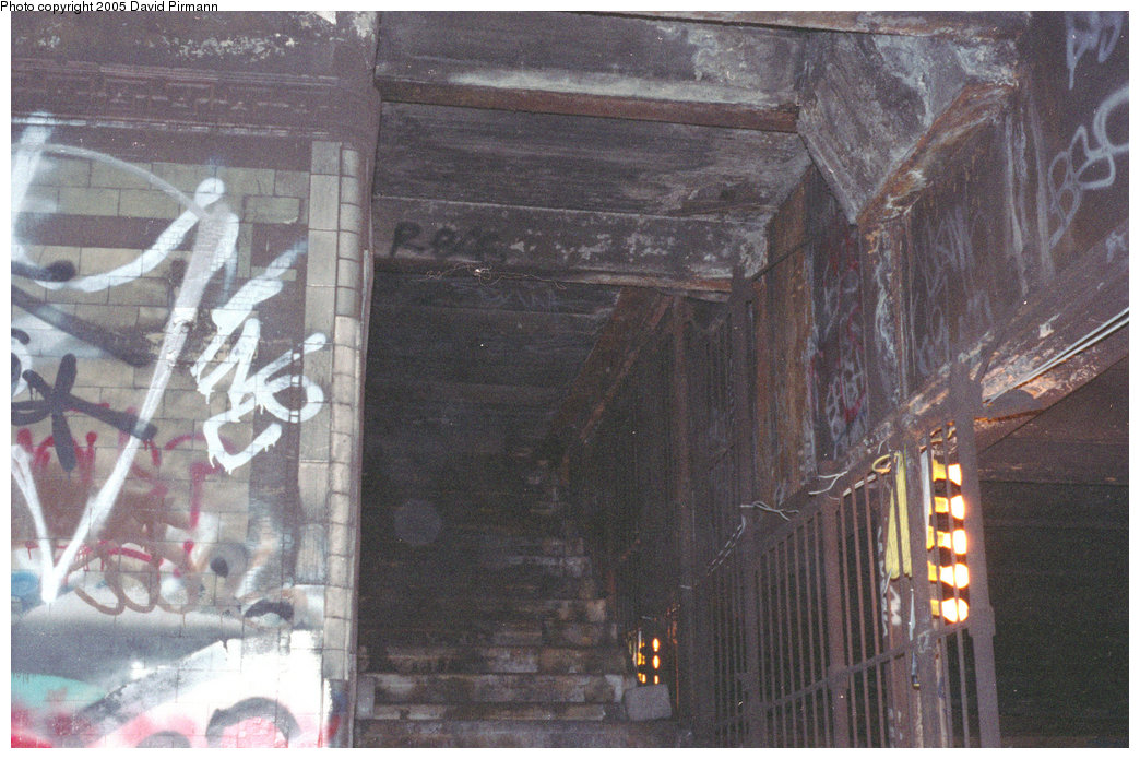 (213k, 1044x695)<br><b>Country:</b> United States<br><b>City:</b> New York<br><b>System:</b> New York City Transit<br><b>Line:</b> IRT East Side Line<br><b>Location:</b> 18th Street<br><b>Photo by:</b> David Pirmann<br><b>Date:</b> 9/24/1995<br><b>Notes:</b> View up stairs, southbound side of 18th Street station.<br><b>Viewed (this week/total):</b> 0 / 19950