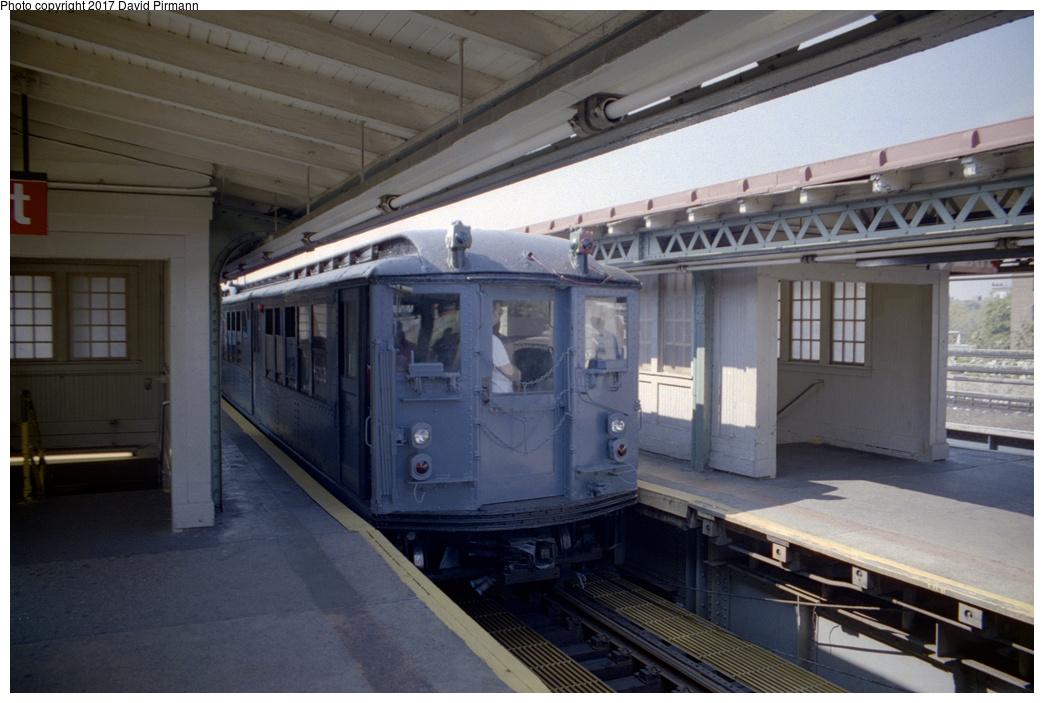 (315k, 1044x703)<br><b>Country:</b> United States<br><b>City:</b> New York<br><b>System:</b> New York City Transit<br><b>Line:</b> IRT Pelham Line<br><b>Location:</b> East 177th Street/Parkchester<br><b>Route:</b> Fan Trip<br><b>Car:</b> Low-V (Museum Train) 5292 <br><b>Photo by:</b> David Pirmann<br><b>Date:</b> 9/13/1998<br><b>Viewed (this week/total):</b> 0 / 2470