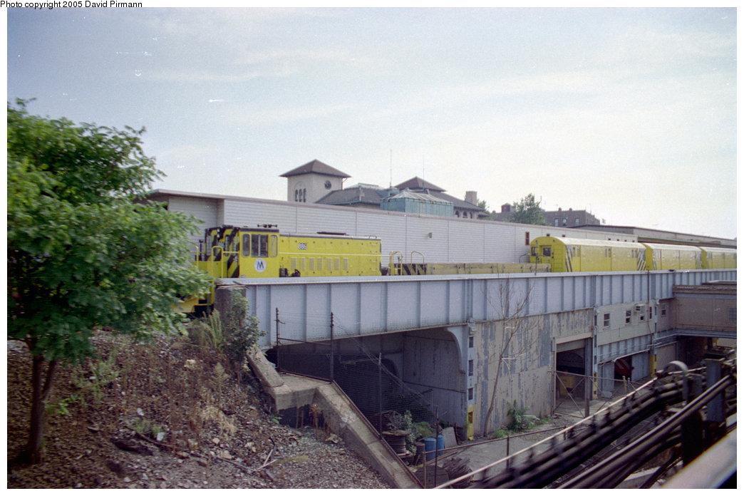 (191k, 1044x696)<br><b>Country:</b> United States<br><b>City:</b> New York<br><b>System:</b> New York City Transit<br><b>Location:</b> East 180th Street Yard<br><b>Car:</b> R-77 Locomotive 886 <br><b>Photo by:</b> David Pirmann<br><b>Date:</b> 9/13/1998<br><b>Viewed (this week/total):</b> 3 / 4039