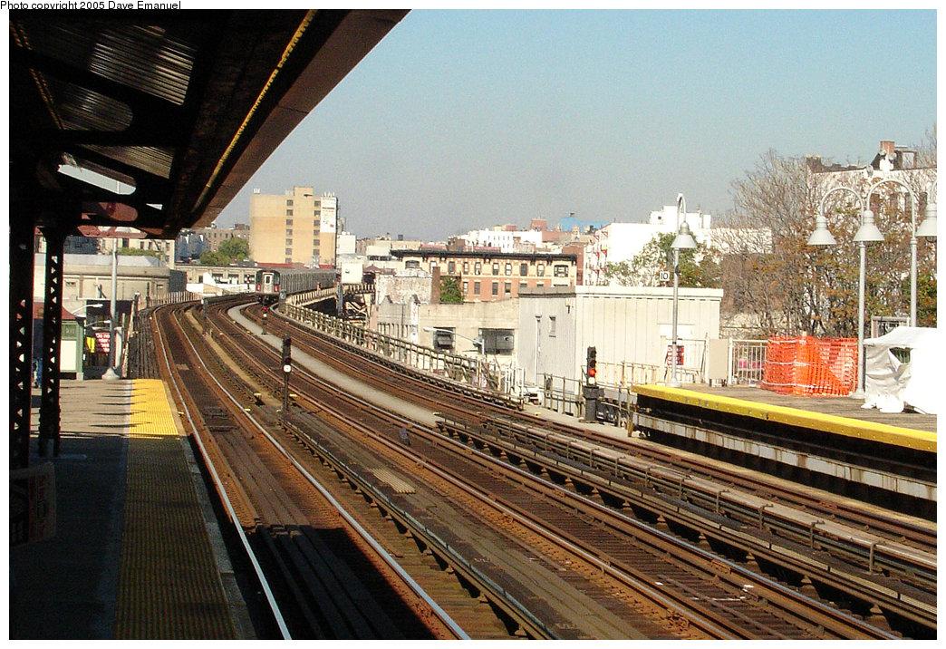 (290k, 1044x716)<br><b>Country:</b> United States<br><b>City:</b> New York<br><b>System:</b> New York City Transit<br><b>Line:</b> IRT Woodlawn Line<br><b>Location:</b> 176th Street<br><b>Photo by:</b> Dave Emanuel<br><b>Date:</b> 10/1/2005<br><b>Viewed (this week/total):</b> 0 / 3117