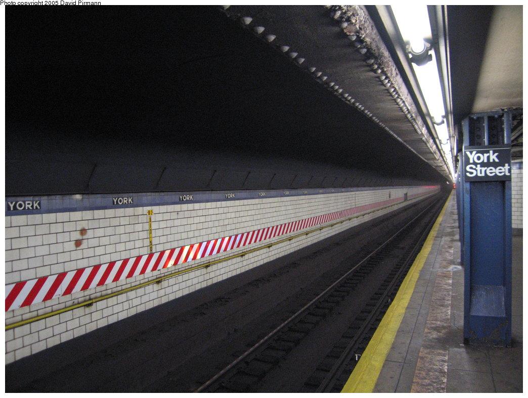 (175k, 1044x788)<br><b>Country:</b> United States<br><b>City:</b> New York<br><b>System:</b> New York City Transit<br><b>Line:</b> IND 6th Avenue Line<br><b>Location:</b> York Street<br><b>Photo by:</b> David Pirmann<br><b>Date:</b> 12/30/2005<br><b>Viewed (this week/total):</b> 0 / 4139