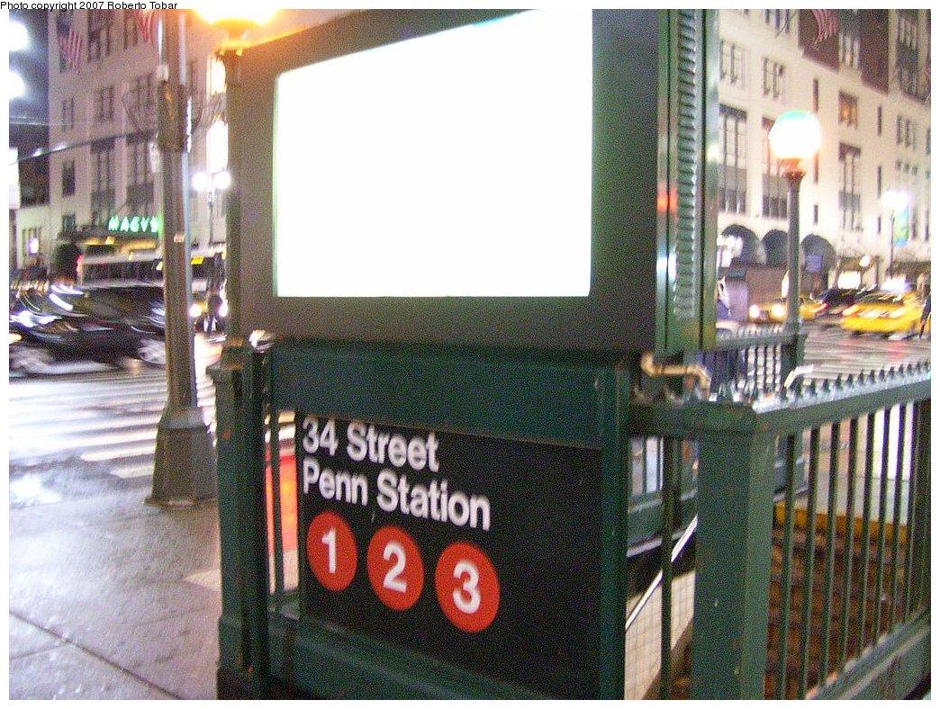 (237k, 1044x788)<br><b>Country:</b> United States<br><b>City:</b> New York<br><b>System:</b> New York City Transit<br><b>Line:</b> IRT West Side Line<br><b>Location:</b> 34th Street/Penn Station<br><b>Photo by:</b> Roberto C. Tobar<br><b>Date:</b> 4/4/2007<br><b>Notes:</b> Station entrance.<br><b>Viewed (this week/total):</b> 0 / 3350