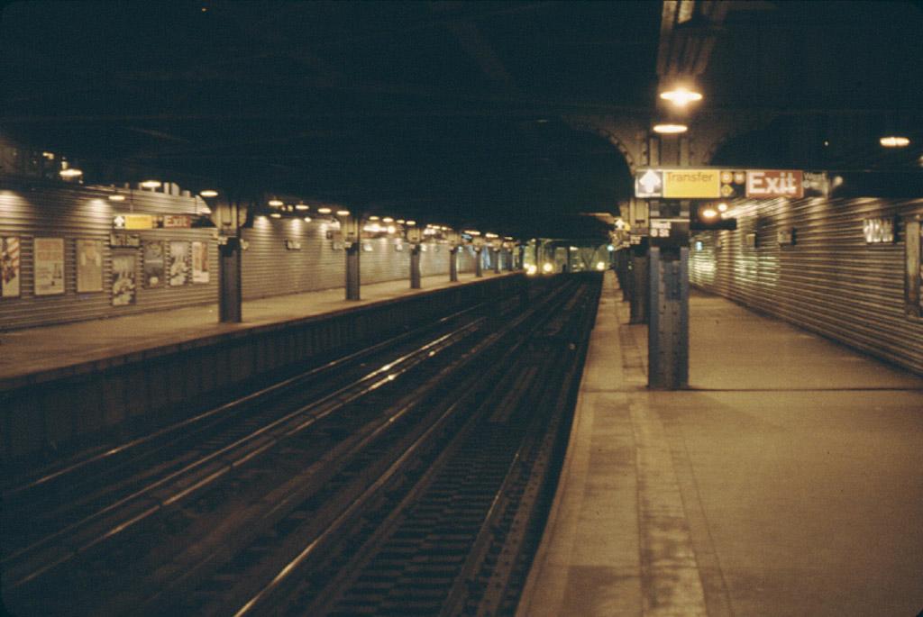 (174k, 1024x685)<br><b>Country:</b> United States<br><b>City:</b> New York<br><b>System:</b> New York City Transit<br><b>Line:</b> BMT Culver Line<br><b>Location:</b> West 8th Street<br><b>Photo by:</b> Stephen DeLuca<br><b>Date:</b> 4/1986<br><b>Notes:</b> West 8th northbound lower level.<br><b>Viewed (this week/total):</b> 5 / 3414