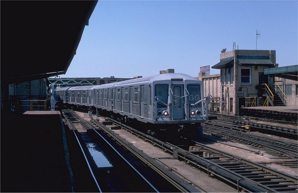 (166k, 1024x664)<br><b>Country:</b> United States<br><b>City:</b> New York<br><b>System:</b> New York City Transit<br><b>Line:</b> IND Crosstown Line<br><b>Location:</b> 4th Avenue<br><b>Route:</b> GG<br><b>Car:</b> R-40 (St. Louis, 1968) 4166 <br><b>Photo by:</b> Ed McKernan<br><b>Collection of:</b> Joe Testagrose<br><b>Date:</b> 5/1/1977<br><b>Viewed (this week/total):</b> 0 / 6130