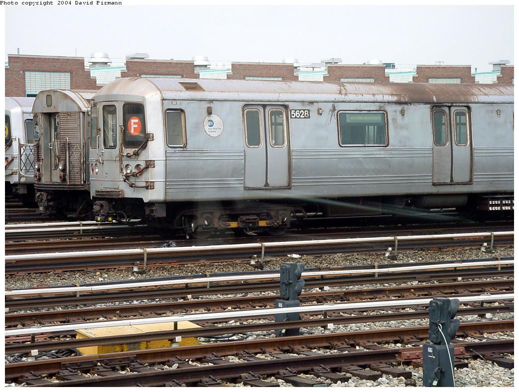 (160k, 1044x788)<br><b>Country:</b> United States<br><b>City:</b> New York<br><b>System:</b> New York City Transit<br><b>Location:</b> Jamaica Yard/Shops<br><b>Car:</b> R-46 (Pullman-Standard, 1974-75) 5628 <br><b>Photo by:</b> David Pirmann<br><b>Date:</b> 8/27/2000<br><b>Viewed (this week/total):</b> 0 / 6582