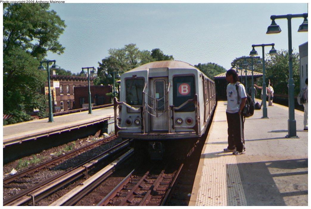 (195k, 1044x703)<br><b>Country:</b> United States<br><b>City:</b> New York<br><b>System:</b> New York City Transit<br><b>Line:</b> BMT Brighton Line<br><b>Location:</b> Sheepshead Bay<br><b>Route:</b> B<br><b>Car:</b> R-40 (St. Louis, 1968) 4257 <br><b>Photo by:</b> Anthony Maimone<br><b>Date:</b> 5/10/2006<br><b>Viewed (this week/total):</b> 0 / 3345