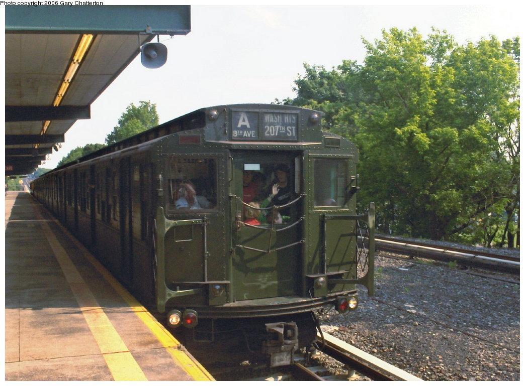 (184k, 1044x769)<br><b>Country:</b> United States<br><b>City:</b> New York<br><b>System:</b> New York City Transit<br><b>Line:</b> IND Rockaway Line<br><b>Location:</b> Aqueduct/North Conduit Avenue<br><b>Route:</b> Fan Trip<br><b>Car:</b> R-4 (American Car & Foundry, 1932-1933) 484 <br><b>Photo by:</b> Gary Chatterton<br><b>Date:</b> 6/17/2006<br><b>Viewed (this week/total):</b> 0 / 3413