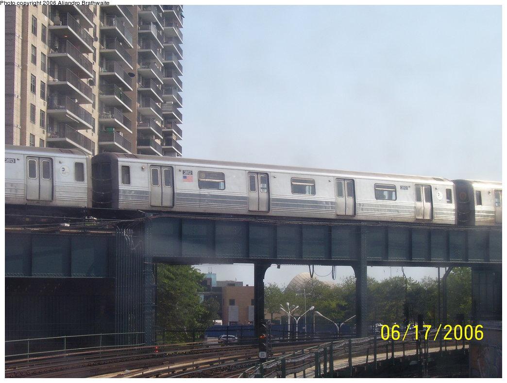 (153k, 1044x788)<br><b>Country:</b> United States<br><b>City:</b> New York<br><b>System:</b> New York City Transit<br><b>Line:</b> BMT Brighton Line<br><b>Location:</b> West 8th Street<br><b>Route:</b> Q<br><b>Car:</b> R-68 (Westinghouse-Amrail, 1986-1988) 2812 <br><b>Photo by:</b> Aliandro Brathwaite<br><b>Date:</b> 6/17/2006<br><b>Viewed (this week/total):</b> 4 / 3791