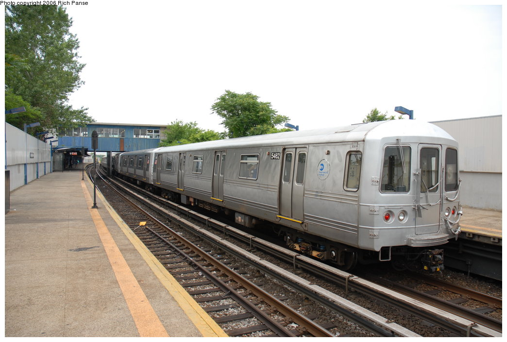 (186k, 1044x705)<br><b>Country:</b> United States<br><b>City:</b> New York<br><b>System:</b> New York City Transit<br><b>Line:</b> IND Rockaway Line<br><b>Location:</b> Broad Channel<br><b>Route:</b> A<br><b>Car:</b> R-44 (St. Louis, 1971-73) 5462 <br><b>Photo by:</b> Richard Panse<br><b>Date:</b> 6/17/2006<br><b>Viewed (this week/total):</b> 0 / 2722