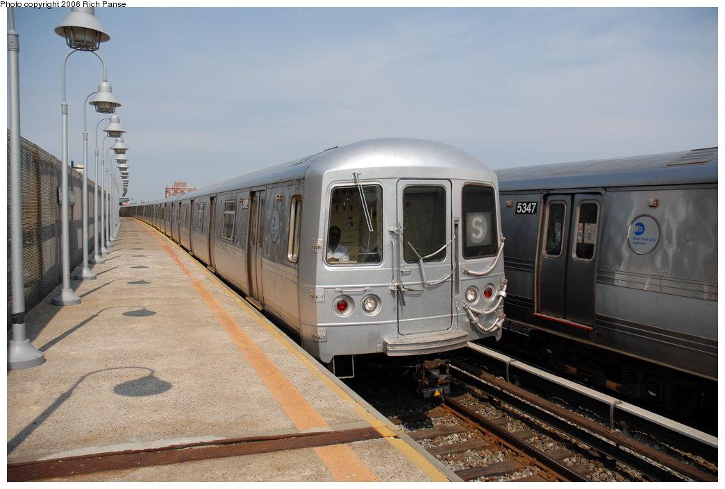 (171k, 1044x705)<br><b>Country:</b> United States<br><b>City:</b> New York<br><b>System:</b> New York City Transit<br><b>Line:</b> IND Rockaway Line<br><b>Location:</b> Beach 98th Street/Playland<br><b>Route:</b> S<br><b>Car:</b> R-44 (St. Louis, 1971-73) 5462 <br><b>Photo by:</b> Richard Panse<br><b>Date:</b> 6/17/2006<br><b>Viewed (this week/total):</b> 1 / 3002