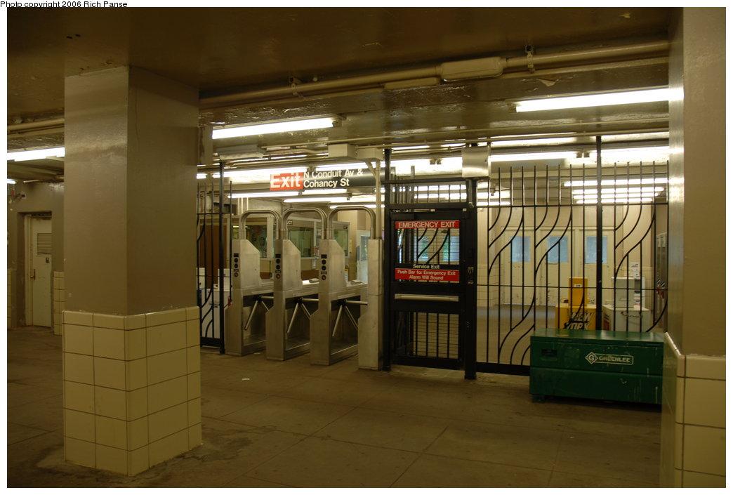 (160k, 1044x705)<br><b>Country:</b> United States<br><b>City:</b> New York<br><b>System:</b> New York City Transit<br><b>Line:</b> IND Rockaway Line<br><b>Location:</b> Aqueduct/North Conduit Avenue<br><b>Photo by:</b> Richard Panse<br><b>Date:</b> 6/17/2006<br><b>Notes:</b> Mezzanine.<br><b>Viewed (this week/total):</b> 0 / 2653