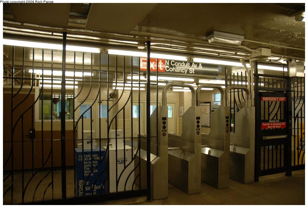 (184k, 1044x705)<br><b>Country:</b> United States<br><b>City:</b> New York<br><b>System:</b> New York City Transit<br><b>Line:</b> IND Rockaway Line<br><b>Location:</b> Aqueduct/North Conduit Avenue<br><b>Photo by:</b> Richard Panse<br><b>Date:</b> 6/17/2006<br><b>Notes:</b> Mezzanine.<br><b>Viewed (this week/total):</b> 3 / 2430