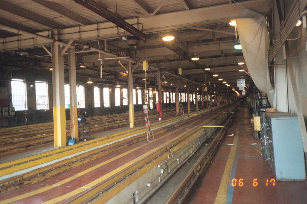 (212k, 1024x682)<br><b>Country:</b> United States<br><b>City:</b> New York<br><b>System:</b> New York City Transit<br><b>Location:</b> Corona Shops<br><b>Photo by:</b> Larry Lederman<br><b>Date:</b> 6/17/2006<br><b>Notes:</b> Interior of old (now demolished) inspection ship at Corona Yard.<br><b>Viewed (this week/total):</b> 2 / 2205