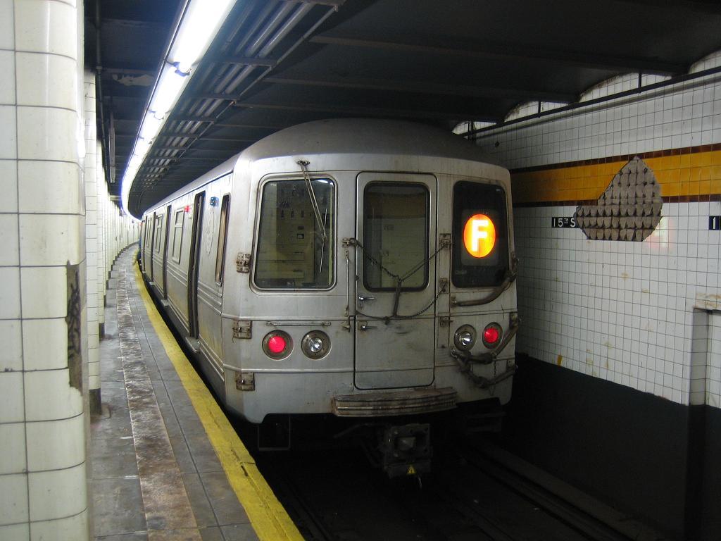 (104k, 1024x768)<br><b>Country:</b> United States<br><b>City:</b> New York<br><b>System:</b> New York City Transit<br><b>Line:</b> IND Crosstown Line<br><b>Location:</b> 15th Street/Prospect Park<br><b>Route:</b> F<br><b>Car:</b> R-46 (Pullman-Standard, 1974-75) 5514 <br><b>Photo by:</b> Michael Hodurski<br><b>Date:</b> 8/11/2006<br><b>Viewed (this week/total):</b> 0 / 3576