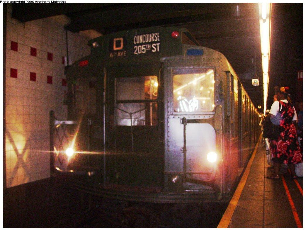 (163k, 1044x788)<br><b>Country:</b> United States<br><b>City:</b> New York<br><b>System:</b> New York City Transit<br><b>Line:</b> IND 6th Avenue Line<br><b>Location:</b> 34th Street/Herald Square<br><b>Route:</b> Fan Trip<br><b>Car:</b> R-4 (American Car & Foundry, 1932-1933) 484 <br><b>Photo by:</b> Anthony Maimone<br><b>Date:</b> 8/20/2006<br><b>Viewed (this week/total):</b> 1 / 3046