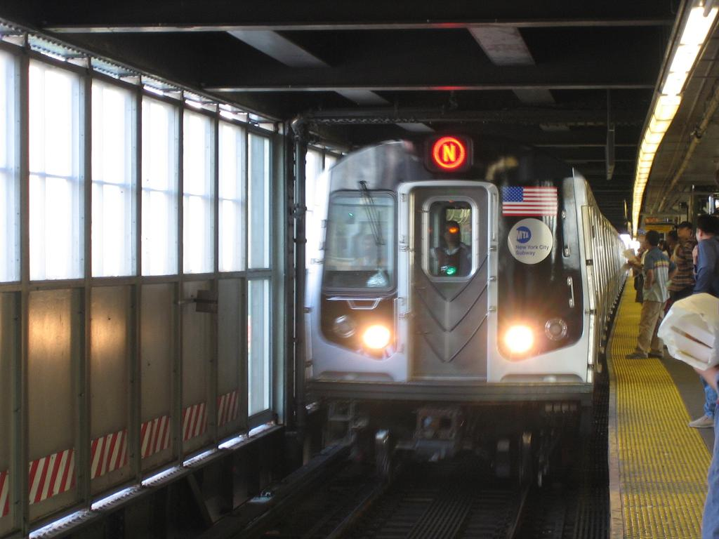 (100k, 1024x768)<br><b>Country:</b> United States<br><b>City:</b> New York<br><b>System:</b> New York City Transit<br><b>Line:</b> BMT Astoria Line<br><b>Location:</b> Queensborough Plaza<br><b>Route:</b> N<br><b>Car:</b> R-160B (Kawasaki, 2005-2008) 8713 <br><b>Photo by:</b> Michael Hodurski<br><b>Date:</b> 8/17/2006<br><b>Viewed (this week/total):</b> 3 / 5937