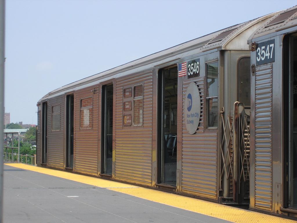 (116k, 1024x768)<br><b>Country:</b> United States<br><b>City:</b> New York<br><b>System:</b> New York City Transit<br><b>Location:</b> Coney Island/Stillwell Avenue<br><b>Route:</b> N<br><b>Car:</b> R-32 (Budd, 1964) 3546 <br><b>Photo by:</b> Michael Hodurski<br><b>Date:</b> 8/6/2006<br><b>Viewed (this week/total):</b> 2 / 2909