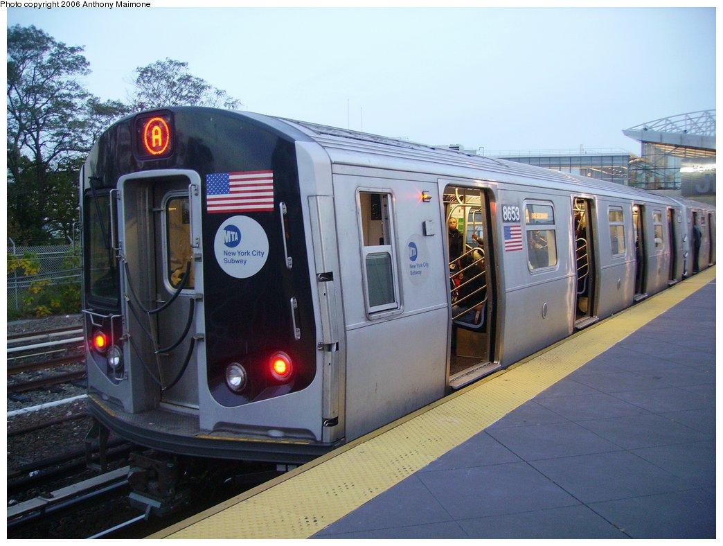 (163k, 1044x788)<br><b>Country:</b> United States<br><b>City:</b> New York<br><b>System:</b> New York City Transit<br><b>Line:</b> IND Rockaway Line<br><b>Location:</b> Howard Beach/JFK Airport<br><b>Route:</b> A<br><b>Car:</b> R-160A-2 (Alstom, 2005-2008, 5 car sets) 8653 <br><b>Photo by:</b> Anthony Maimone<br><b>Date:</b> 10/16/2006<br><b>Notes:</b> First day of revenue service testing of the R160A.<br><b>Viewed (this week/total):</b> 1 / 8125