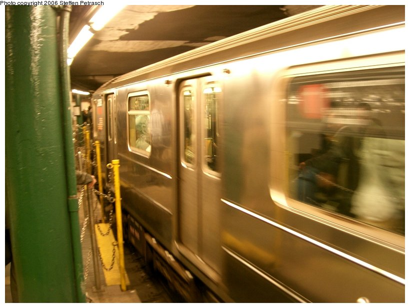(127k, 820x615)<br><b>Country:</b> United States<br><b>City:</b> New York<br><b>System:</b> New York City Transit<br><b>Line:</b> IRT West Side Line<br><b>Location:</b> South Ferry (Outer Loop Station)<br><b>Route:</b> 1<br><b>Car:</b> R-62A (Bombardier, 1984-1987)  <br><b>Photo by:</b> Steffen Petrasch<br><b>Date:</b> 9/20/2006<br><b>Notes:</b> Incoming 1 train.<br><b>Viewed (this week/total):</b> 0 / 3436