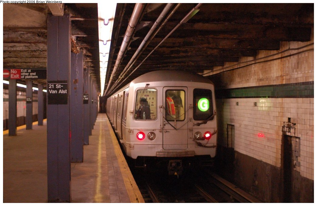(189k, 1044x680)<br><b>Country:</b> United States<br><b>City:</b> New York<br><b>System:</b> New York City Transit<br><b>Line:</b> IND Crosstown Line<br><b>Location:</b> 21st Street/Van Alst<br><b>Route:</b> G<br><b>Car:</b> R-46 (Pullman-Standard, 1974-75) 6248 <br><b>Photo by:</b> Brian Weinberg<br><b>Date:</b> 10/18/2006<br><b>Notes:</b> Brooklyn-bound track.<br><b>Viewed (this week/total):</b> 2 / 5317