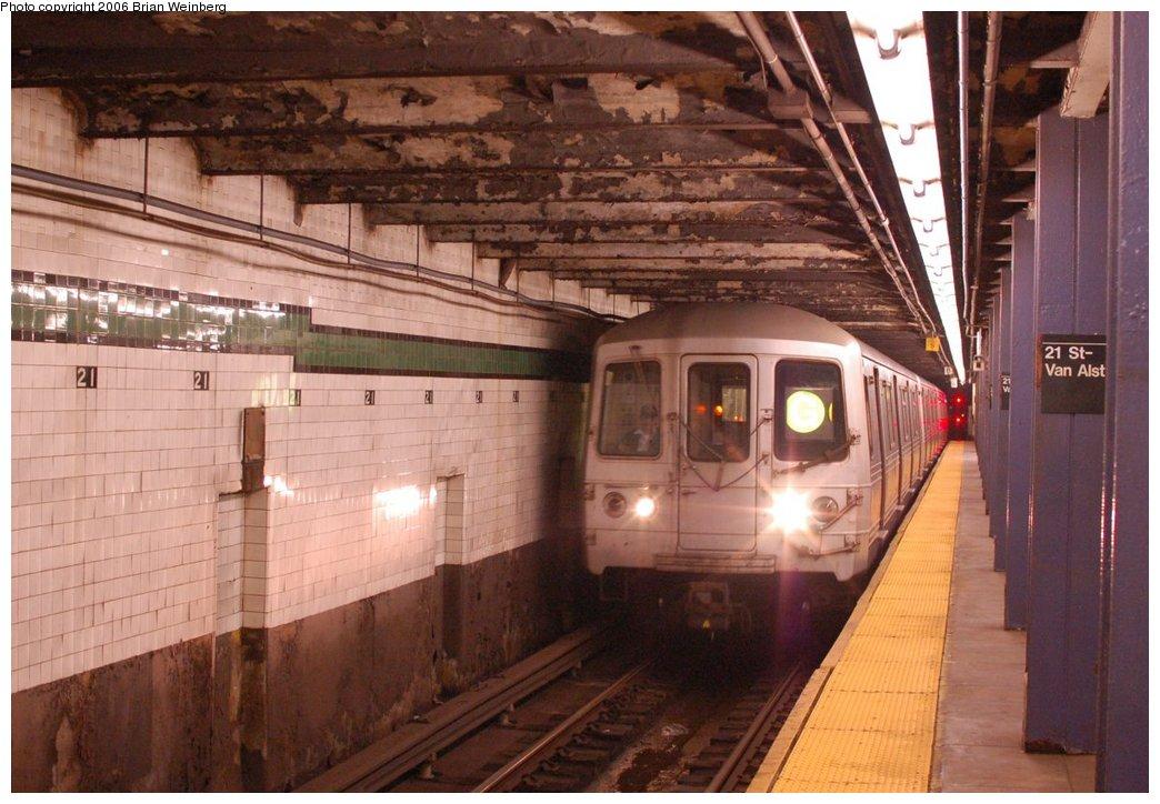 (220k, 1044x724)<br><b>Country:</b> United States<br><b>City:</b> New York<br><b>System:</b> New York City Transit<br><b>Line:</b> IND Crosstown Line<br><b>Location:</b> 21st Street/Van Alst<br><b>Route:</b> G<br><b>Car:</b> R-46 (Pullman-Standard, 1974-75) 5556 <br><b>Photo by:</b> Brian Weinberg<br><b>Date:</b> 10/18/2006<br><b>Notes:</b> Queens-bound track.<br><b>Viewed (this week/total):</b> 3 / 4626