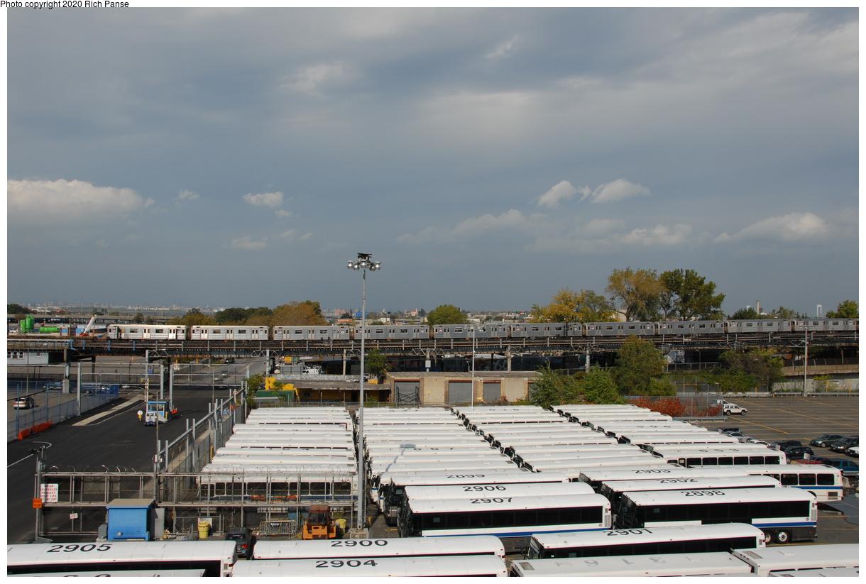 (356k, 1220x823)<br><b>Country:</b> United States<br><b>City:</b> New York<br><b>System:</b> New York City Transit<br><b>Line:</b> IRT Flushing Line<br><b>Location:</b> Willets Point/Mets (fmr. Shea Stadium)<br><b>Route:</b> 7<br><b>Car:</b> R-62A (Bombardier, 1984-1987)  <br><b>Photo by:</b> Richard Panse<br><b>Date:</b> 10/22/2006<br><b>Viewed (this week/total):</b> 1 / 3504
