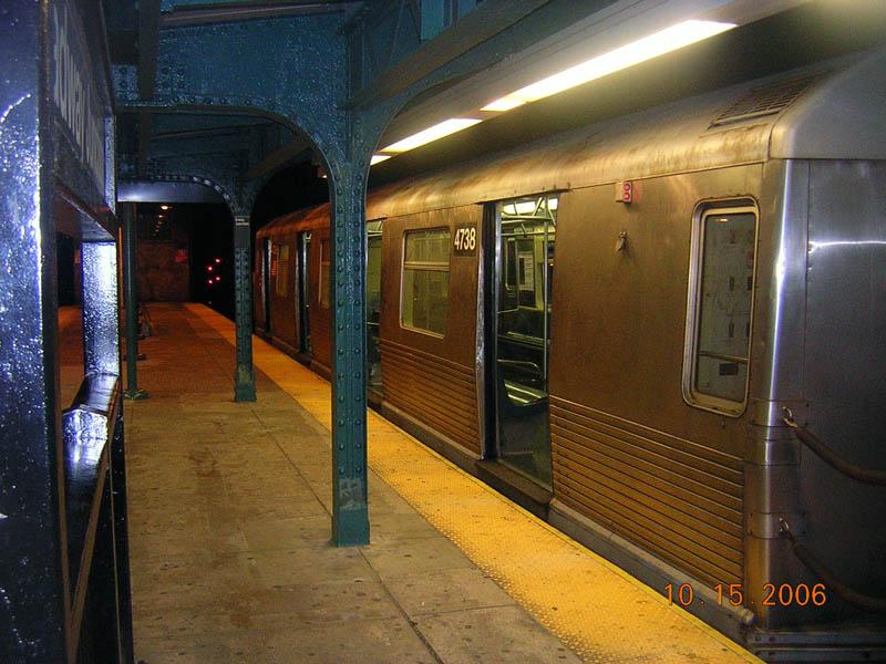 (115k, 800x600)<br><b>Country:</b> United States<br><b>City:</b> New York<br><b>System:</b> New York City Transit<br><b>Line:</b> BMT Nassau Street-Jamaica Line<br><b>Location:</b> Broadway/East New York (Broadway Junction)<br><b>Route:</b> J<br><b>Car:</b> R-42 (St. Louis, 1969-1970) 4738 <br><b>Photo by:</b> Robert Mencher<br><b>Date:</b> 10/15/2006<br><b>Viewed (this week/total):</b> 2 / 2227