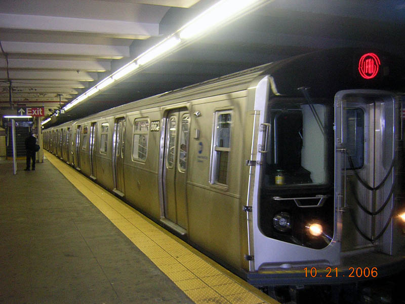 (96k, 800x600)<br><b>Country:</b> United States<br><b>City:</b> New York<br><b>System:</b> New York City Transit<br><b>Line:</b> IND Fulton Street Line<br><b>Location:</b> Euclid Avenue<br><b>Route:</b> A<br><b>Car:</b> R-160A-2 (Alstom, 2005-2008, 5 car sets) 8662 <br><b>Photo by:</b> Robert Mencher<br><b>Date:</b> 10/21/2006<br><b>Viewed (this week/total):</b> 4 / 5707
