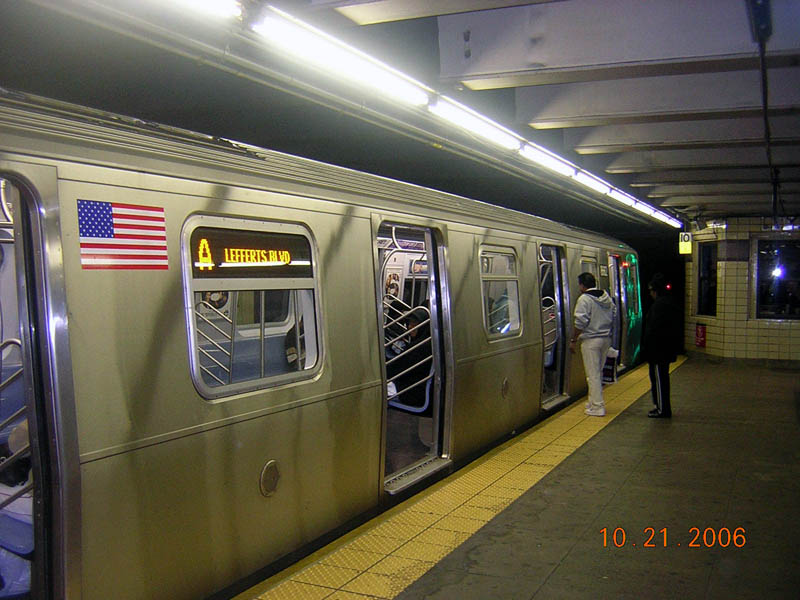 (105k, 800x600)<br><b>Country:</b> United States<br><b>City:</b> New York<br><b>System:</b> New York City Transit<br><b>Line:</b> IND Fulton Street Line<br><b>Location:</b> Euclid Avenue<br><b>Route:</b> A<br><b>Car:</b> R-160A-2 (Alstom, 2005-2008, 5 car sets) 8662 <br><b>Photo by:</b> Robert Mencher<br><b>Date:</b> 10/21/2006<br><b>Viewed (this week/total):</b> 4 / 7144