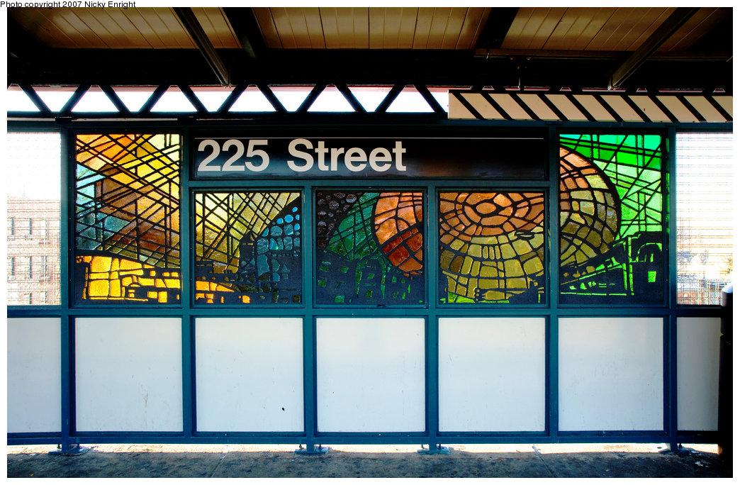 (283k, 1044x684)<br><b>Country:</b> United States<br><b>City:</b> New York<br><b>System:</b> New York City Transit<br><b>Line:</b> IRT White Plains Road Line<br><b>Location:</b> 225th Street<br><b>Photo by:</b> Jeffrey Sturges<br><b>Collection of:</b> Nicky Enright<br><b>Date:</b> 12/9/2006<br><b>Artwork:</b> <i>Universal City</i>, Nicky Enright, 2006<br><b>Viewed (this week/total):</b> 7 / 2483