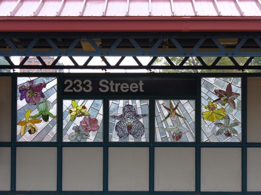 (114k, 900x675)<br><b>Country:</b> United States<br><b>City:</b> New York<br><b>System:</b> New York City Transit<br><b>Line:</b> IRT White Plains Road Line<br><b>Location:</b> 233rd Street<br><b>Photo by:</b> Robbie Rosenfeld<br><b>Date:</b> 10/22/2006<br><b>Artwork:</b> <i>Secret Garden: There's No Place Like Home</i>, Skowmon Hastanan, 2006<br><b>Viewed (this week/total):</b> 3 / 2926