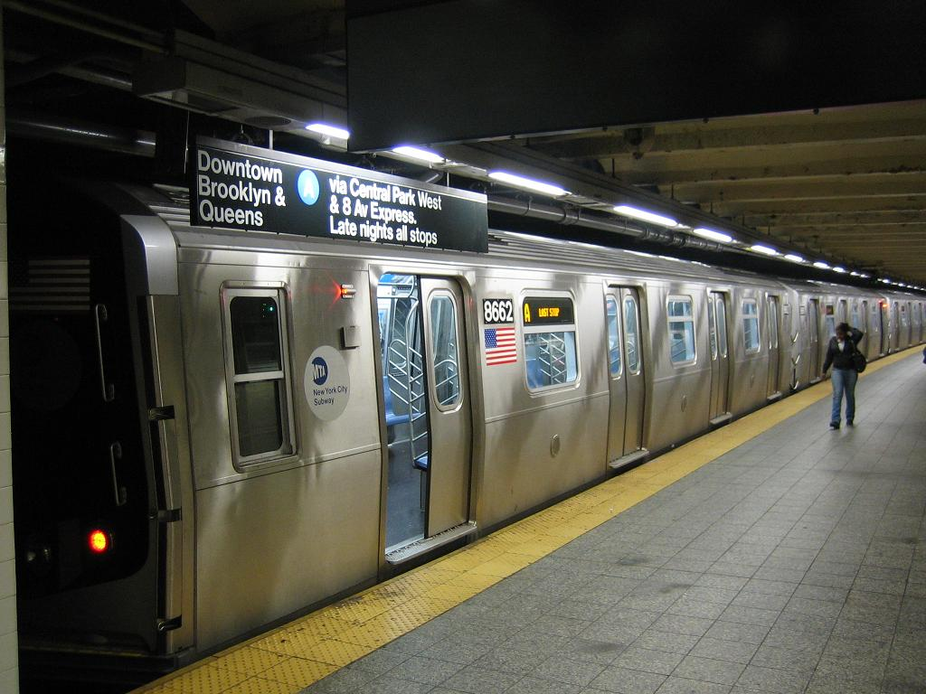 (117k, 1024x768)<br><b>Country:</b> United States<br><b>City:</b> New York<br><b>System:</b> New York City Transit<br><b>Line:</b> IND 8th Avenue Line<br><b>Location:</b> 207th Street<br><b>Route:</b> A<br><b>Car:</b> R-160A-2 (Alstom, 2005-2008, 5 car sets) 8662 <br><b>Photo by:</b> Michael Hodurski<br><b>Date:</b> 10/18/2006<br><b>Viewed (this week/total):</b> 2 / 4931
