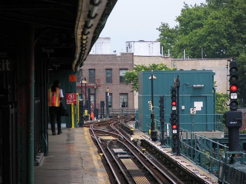 (148k, 800x600)<br><b>Country:</b> United States<br><b>City:</b> New York<br><b>System:</b> New York City Transit<br><b>Line:</b> IRT Brooklyn Line<br><b>Location:</b> New Lots Avenue<br><b>Photo by:</b> Dante D. Angerville<br><b>Date:</b> 6/17/2006<br><b>Viewed (this week/total):</b> 1 / 5424