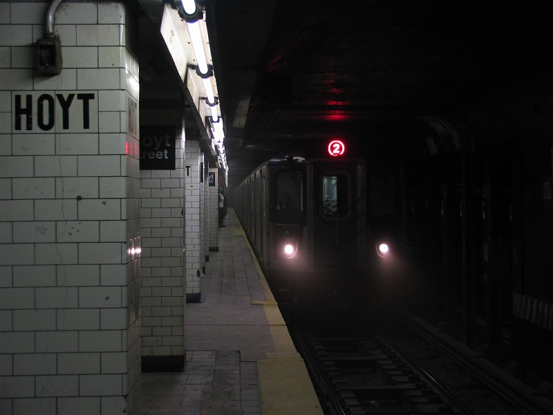 (76k, 800x600)<br><b>Country:</b> United States<br><b>City:</b> New York<br><b>System:</b> New York City Transit<br><b>Line:</b> IRT Brooklyn Line<br><b>Location:</b> Hoyt Street<br><b>Route:</b> 2<br><b>Car:</b> R-142 (Primary Order, Bombardier, 1999-2002) 6685 <br><b>Photo by:</b> Dante D. Angerville<br><b>Date:</b> 9/17/2006<br><b>Viewed (this week/total):</b> 1 / 6751